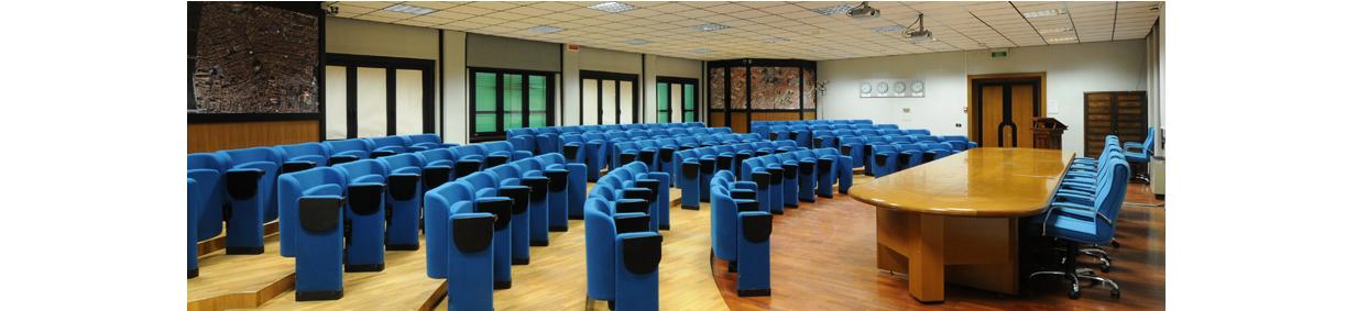 La sala conferenze Schmiedt: laterale con bordi